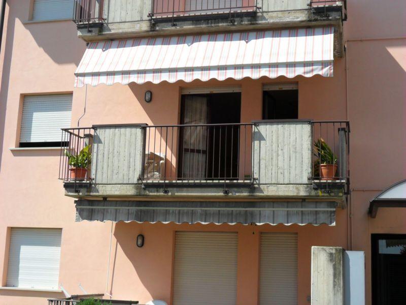 Vista esterna della casa vacanze Affitto Appartamento 69665 Sirmione