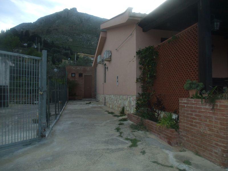 Vista esterna della casa vacanze Affitto Villa  108381 Castellammare del Golfo