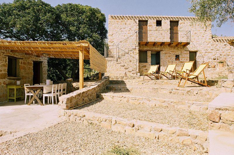 Vista esterna della casa vacanze Affitto Villa  110023 Santa Maria Navarrese