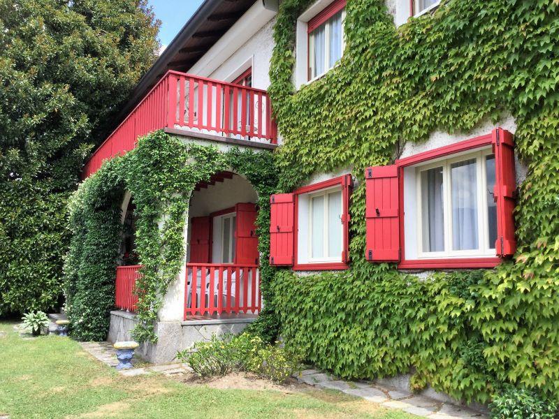 Vista esterna della casa vacanze Affitto Villa  118456 Castelveccana