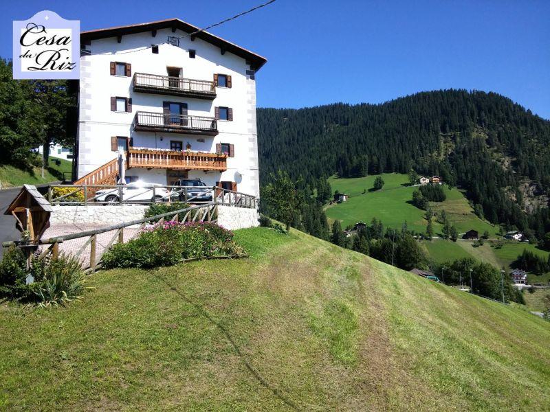 Vista esterna della casa vacanze Affitto Appartamento 69277 Civetta
