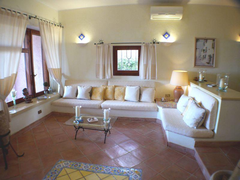 Salotto Affitto Villa  92417 Pula