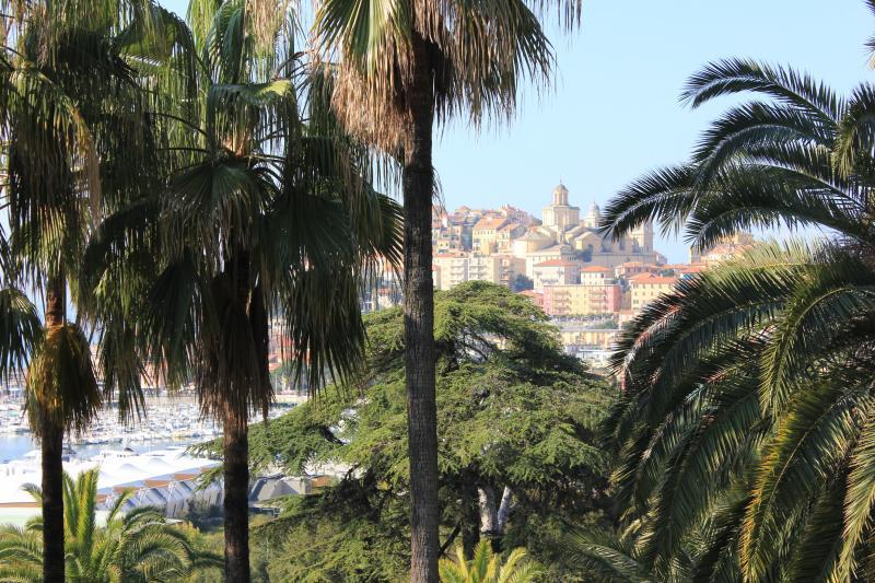 Altra vista Affitto Villa  100570 Imperia