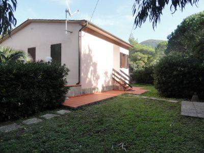 Vista esterna della casa vacanze Affitto Appartamento 102481 Rio nell'Elba