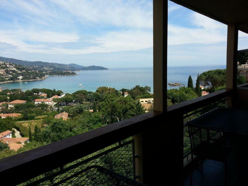 Vista dal terrazzo Affitto Appartamento 107760 Le Lavandou