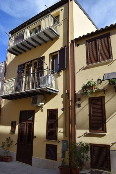 Vista esterna della casa vacanze Affitto Appartamento 113998 Castellammare del Golfo