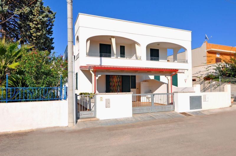 Vista esterna della casa vacanze Affitto Appartamento 108011 Torre Vado