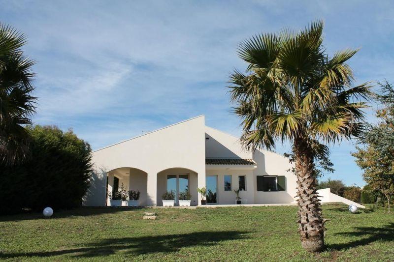 Vista esterna della casa vacanze Affitto Villa  118904 Ragusa