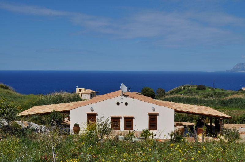 Vista esterna della casa vacanze Affitto Villa  66027 Scopello