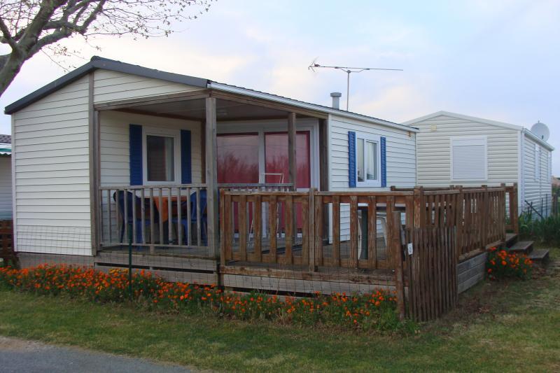 Vista esterna della casa vacanze Affitto Casa mobile 17126 Bourcefranc-Le-Chapus