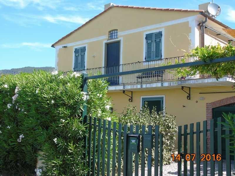 Vista esterna della casa vacanze Affitto Appartamento 27353 Bonassola