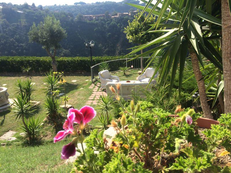 Giardino Affitto Monolocale 36536 Tropea