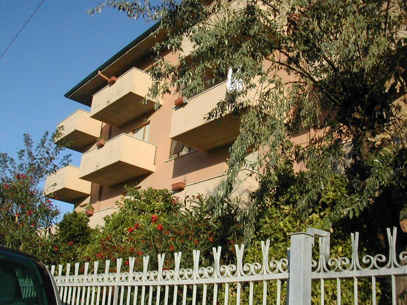 Vista esterna della casa vacanze Affitto Appartamento 40527 Rimini
