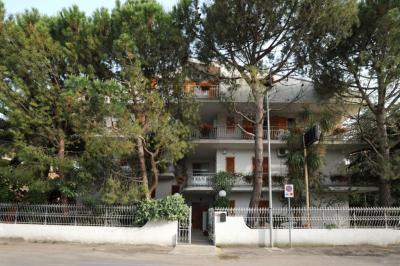 Vista esterna della casa vacanze Affitto Appartamento 40987 Alba Adriatica