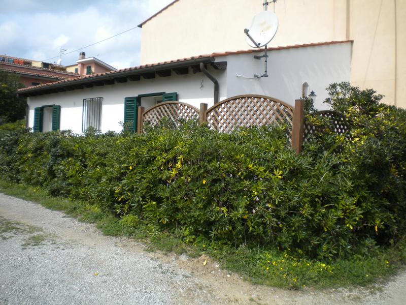 Vista esterna della casa vacanze Affitto Appartamento 45992 Portoferraio