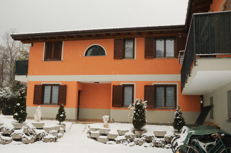 Vista esterna della casa vacanze Affitto Appartamento 51535 Laveno