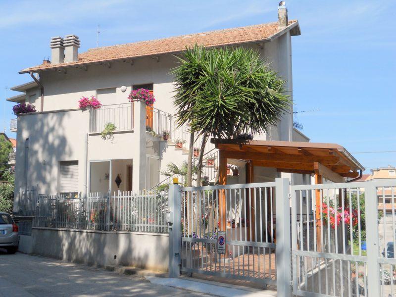 Vista esterna della casa vacanze Affitto Appartamento 52647 Cupra Marittima