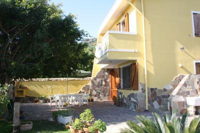 Vista esterna della casa vacanze Affitto Villa  61056 Torre delle Stelle