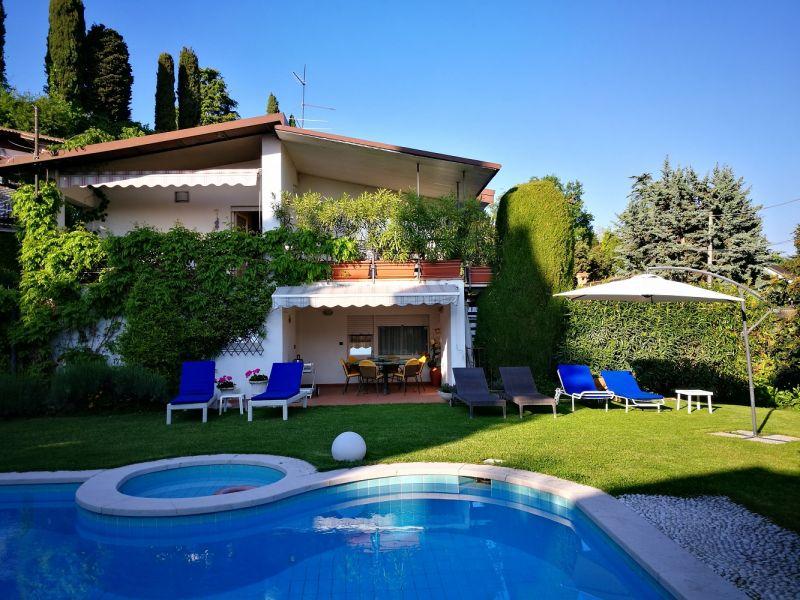 Vista esterna della casa vacanze Affitto Villa  61113 Garda