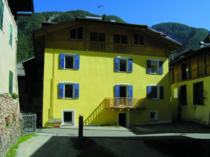 Vista esterna della casa vacanze Affitto Appartamento 62369 Malè