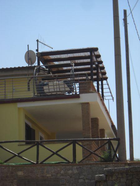 Vista esterna della casa vacanze Affitto Appartamento 62782 Pisciotta
