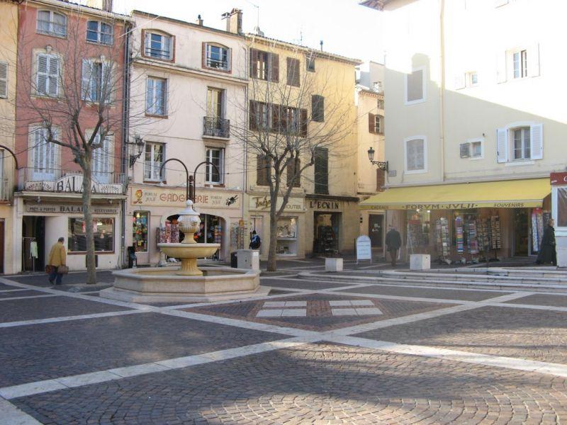 Vista nelle vicinanze Affitto Appartamento 8488 Fréjus