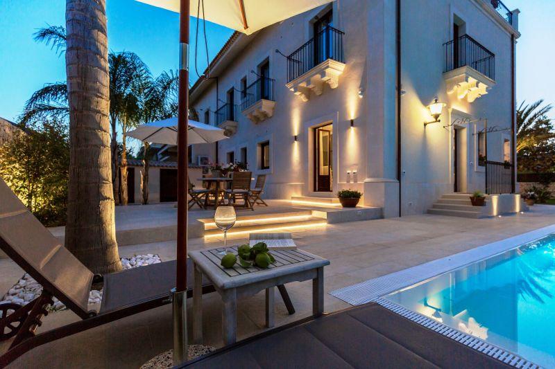 Vista esterna della casa vacanze Affitto Villa  116290 Noto