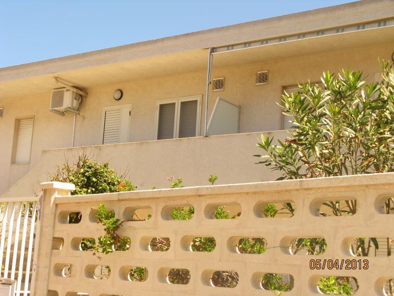 Vista esterna della casa vacanze Affitto Appartamento 73910 Punta Secca