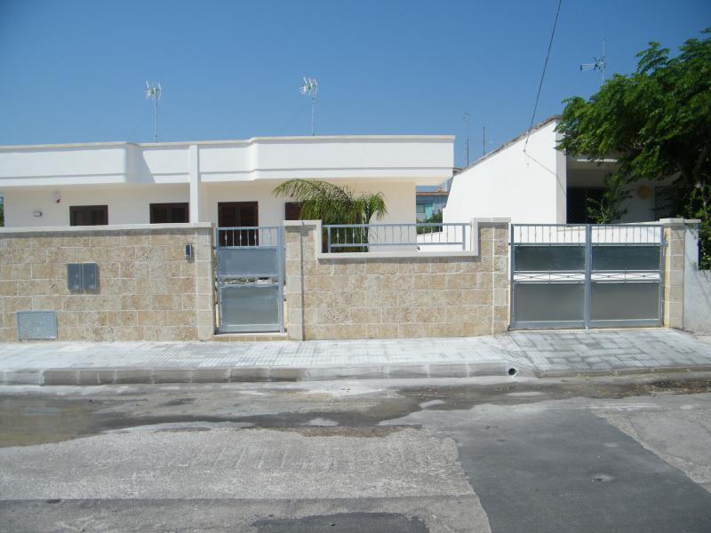 Vista esterna della casa vacanze Affitto Villa  79005 Torre Specchia - Melendugno