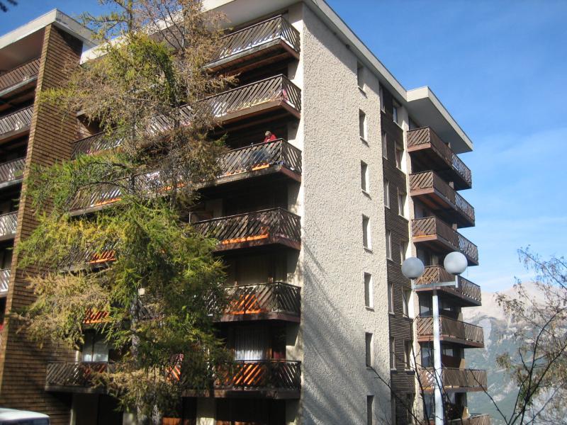 Vista esterna della casa vacanze Affitto Appartamento 80160 Pra Loup
