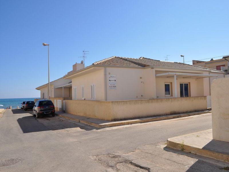 Vista esterna della casa vacanze Affitto Appartamento 100412 Marina di Ragusa