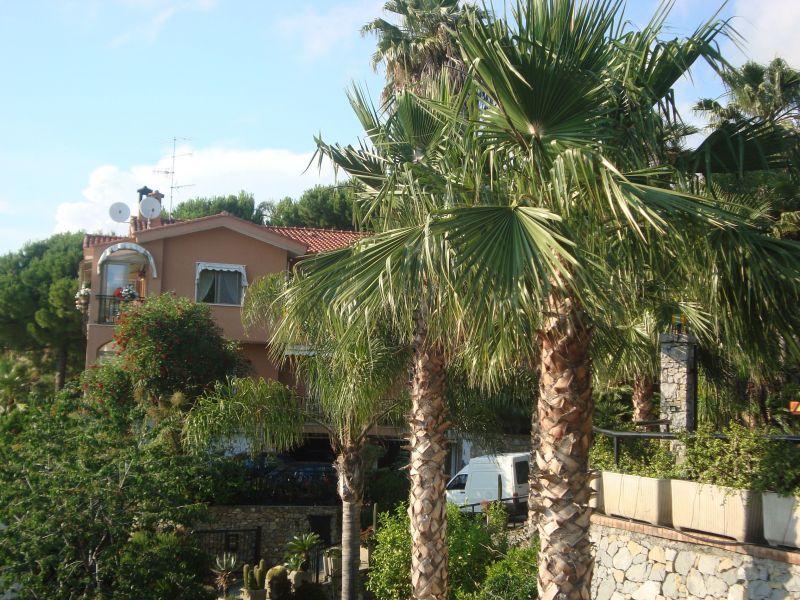 Vista esterna della casa vacanze Affitto Appartamento 115816 Bordighera