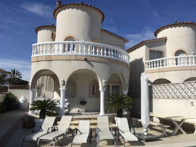 Vista esterna della casa vacanze Affitto Villa  112660 Empuriabrava