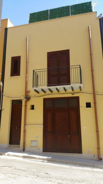 Vista esterna della casa vacanze Affitto Appartamento 118185 Castellammare del Golfo