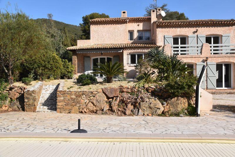 Vista esterna della casa vacanze Affitto Villa  117800 Carqueiranne