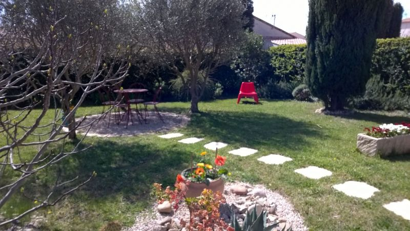 Giardino Affitto Villa  92658 Eyguières