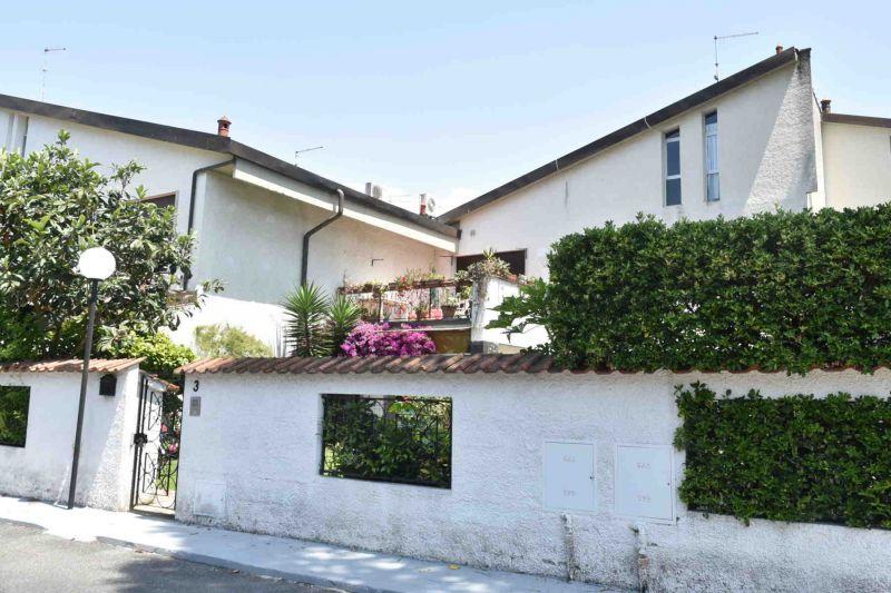 Vista esterna della casa vacanze Affitto Villa  108425 Cinquale