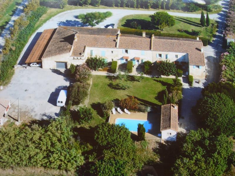 Vista esterna della casa vacanze Affitto Agriturismo 71957 Arles