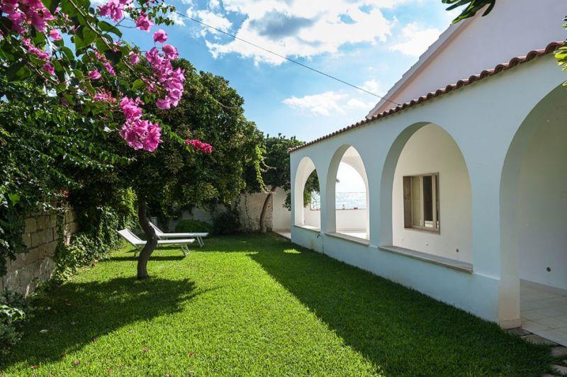 Vista esterna della casa vacanze Affitto Villa  117388 Noto