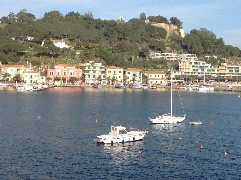 Vista nelle vicinanze Affitto Appartamento 81776 Porto Azzurro