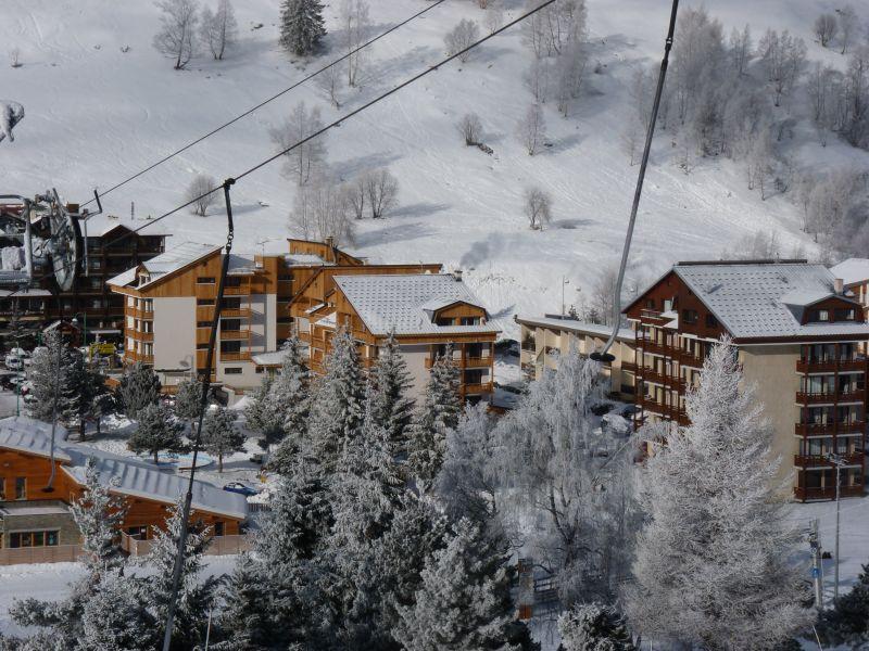 Vista nelle vicinanze Affitto Appartamento 101179 Les 2 Alpes