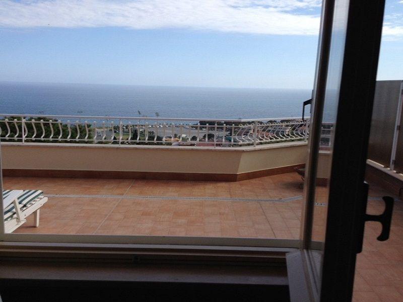 Vista dalla casa vacanze Affitto Appartamento 104498 Sanremo