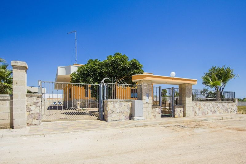 Vista esterna della casa vacanze Affitto Villa  117638 Porto Cesareo