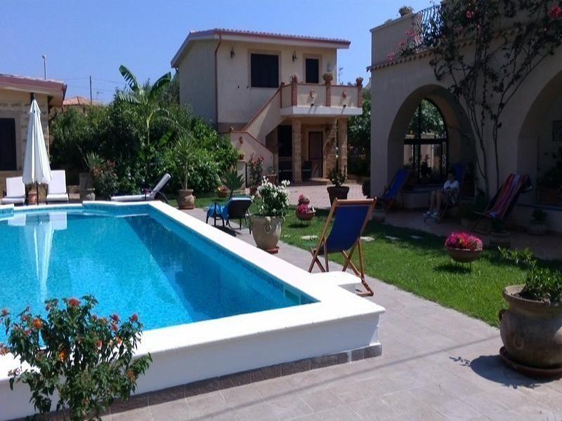 Vista esterna della casa vacanze Affitto Appartamento 63782 Isola di Capo Rizzuto