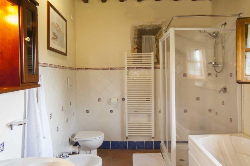 Bagno 4 Affitto Villa  75874 Siena