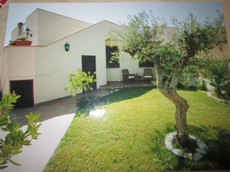 Giardino Affitto Villa  92036 Tre Fontane