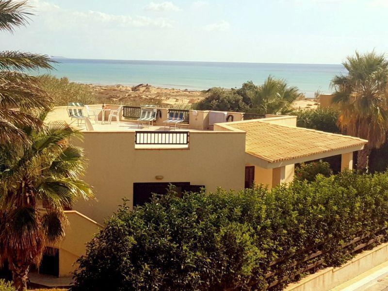 Vista esterna della casa vacanze Affitto Villa  92036 Tre Fontane