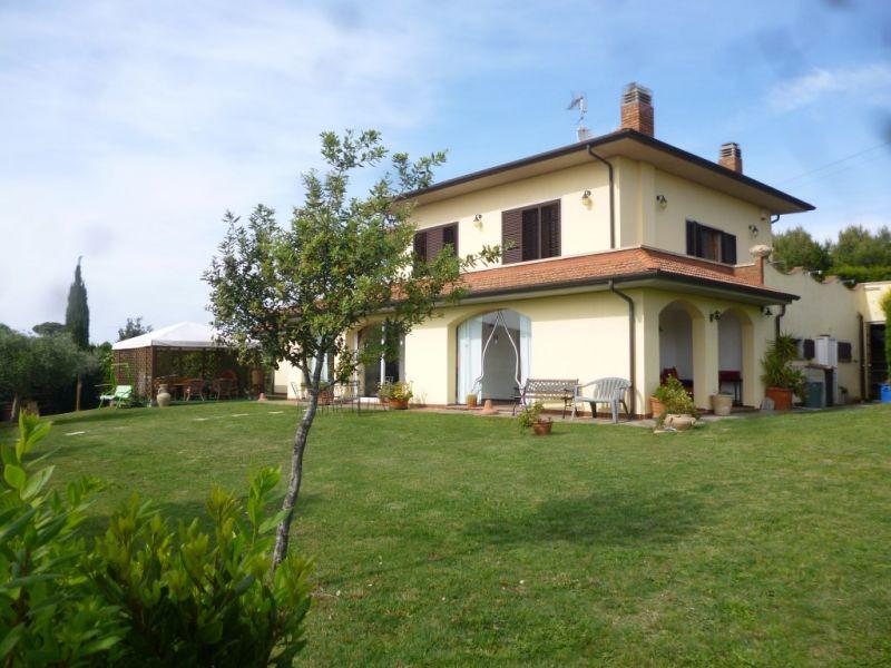 Vista esterna della casa vacanze Affitto Villa  108856 Rosignano Marittimo