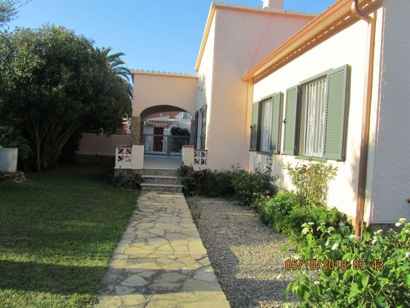 Vista esterna della casa vacanze Affitto Villa  116391 Empuriabrava
