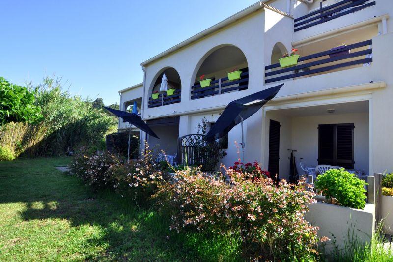 Vista esterna della casa vacanze Affitto Appartamento 118488 Sagone
